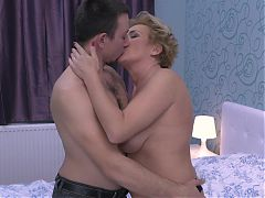 Amateur mature mom pleasing young boy